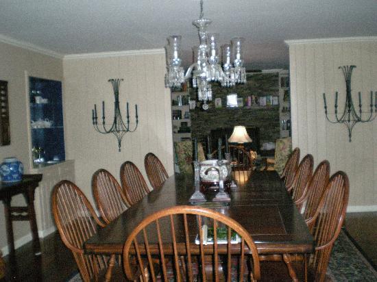 Highlands House Bed &Breakfast: indoor breakfast area