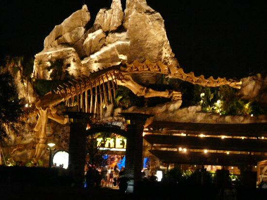 T rex fotograf a de disney springs orlando tripadvisor for T rex location