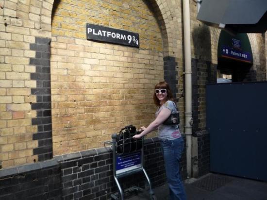 King's Cross Station: Harry Potter! w00t w00t!