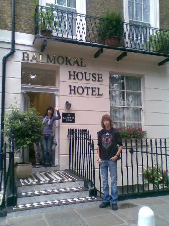 The Balmoral House Hotel: Entrada al Hotel