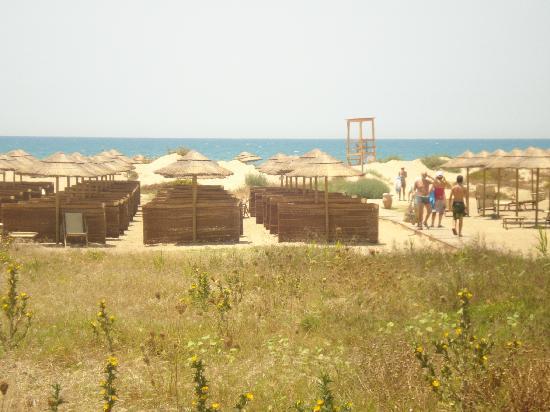 Eden Village Sikania Resort & SPA : la seconda fila di ombrellodìni dietro la duna