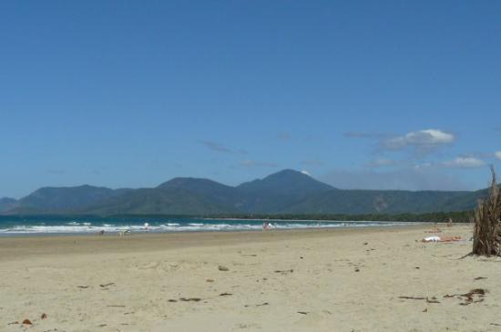 Four Mile Beach: 4 miles beach Port Douglas où je vis actually!!