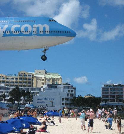 Sunset Bar & Grill: View of plane landing from Sunset Beach Bar.