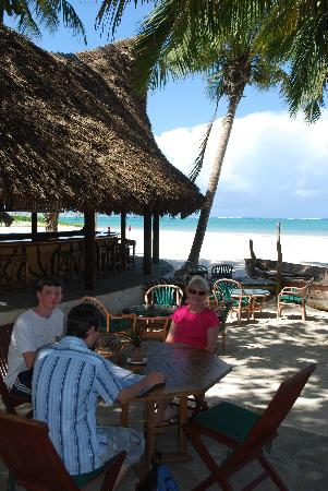 Pinewood Beach Resort & Spa : Lunch at the beach bistro
