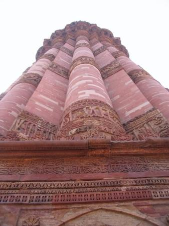 Nova Délhi, Índia: The Qutub Minar in Delhi. Construction started in 1193, and the finished tower was over 72 meter