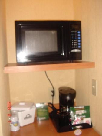 Days Inn - Orillia: Microwave and frig