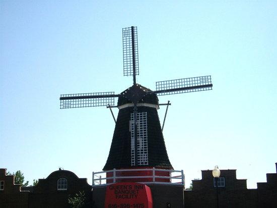 Nelis' Dutch Village: beautiful windmill
