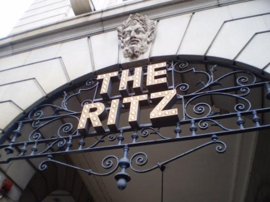 เดอะริทซ์ ลอนดอน: The Ritz  Another location where Notting Hill was set!