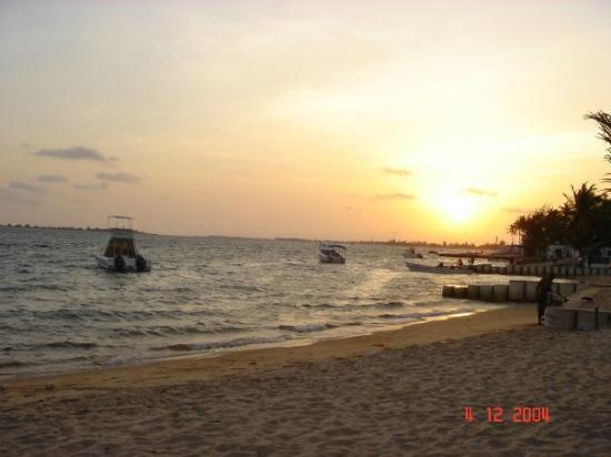 Ilha do Mussulo: Sunset on the beach