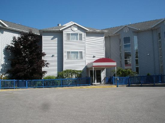Best Western Harbour Pointe Lakefront: Our building called Ontario