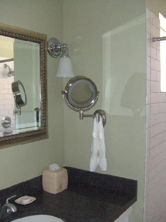 1906 Lodge: Bathroom