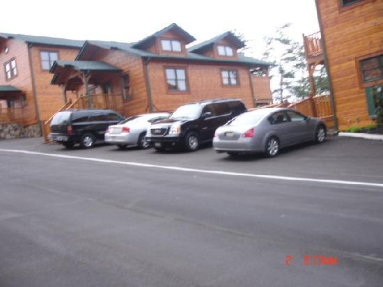 Gatlinburg Falls Resort: This gives you an idea of the distance between cabins