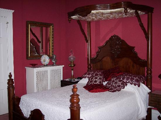 The Samuel Culbertson Mansion Bed and Breakfast Inn: My room!