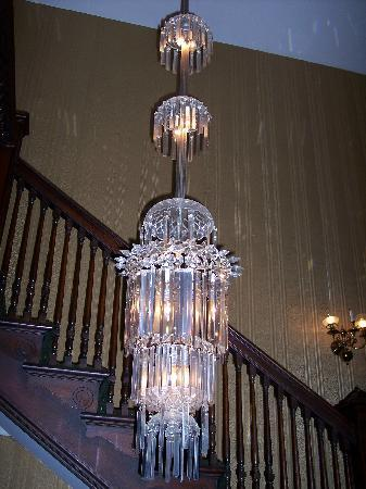 The Samuel Culbertson Mansion Bed and Breakfast Inn: Great lighting throughout!