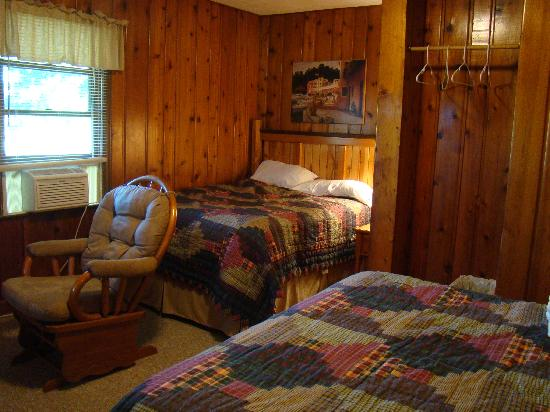 Hitching Post Motel: 2 Bed Suite