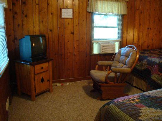 Hitching Post Motel: TV and Rocking Chair
