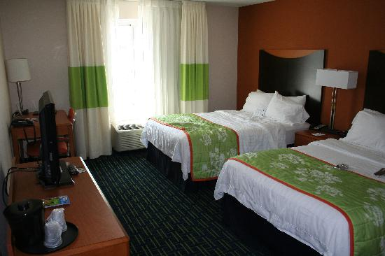 Fairfield Inn & Suites Omaha Downtown: room