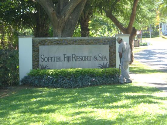 Sofitel Fiji Resort & Spa: entrance