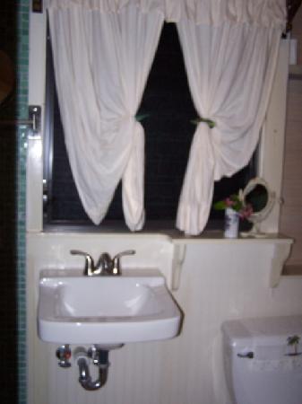 Lubbers' Landing: Bathroom
