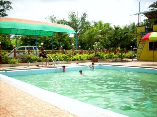 Rohan Water Park & Holiday Resort: Water Sports in pool at Vikramgad