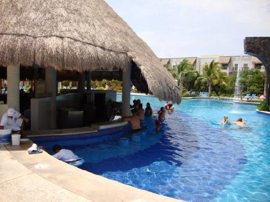 Valentin Imperial Riviera Maya: Swim Up Bar! One Of Them.