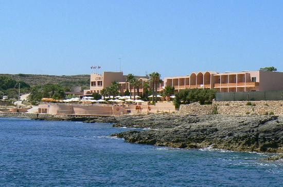 Arriving to Comino Hotel via boat