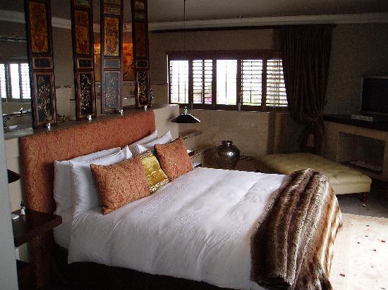 The Alexander: Bedroom in the Honeymoon suite