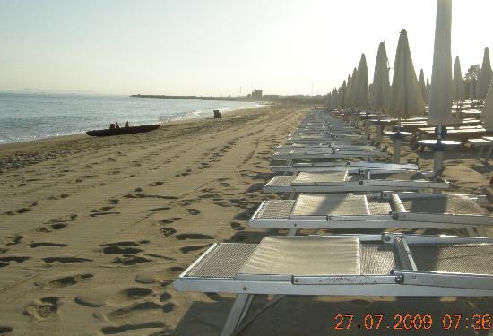 VOI Baia di Tindari Resort : Spiaggia verso Portorosa
