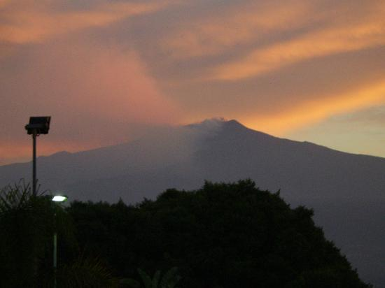 Sant Alphio Garden Hotel & Spa: sunset over Etna