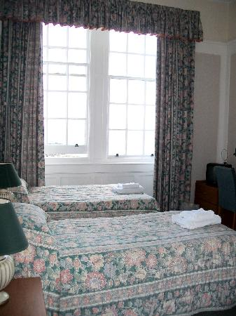 The Portpatrick Hotel: Our ground floor bedroom
