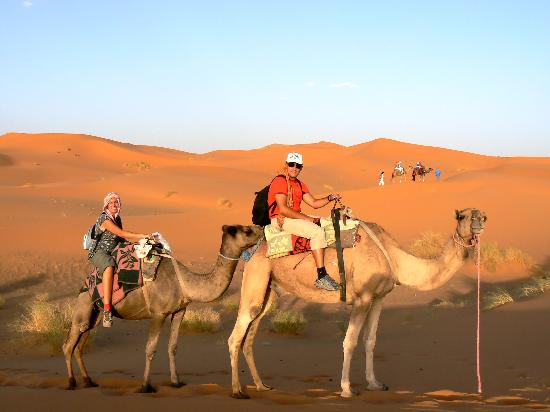 Auberge Dunes D'or: Paseo al atardecer