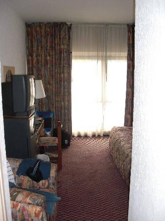 Hotel Tiama : Room entrance, Big window brightens the room
