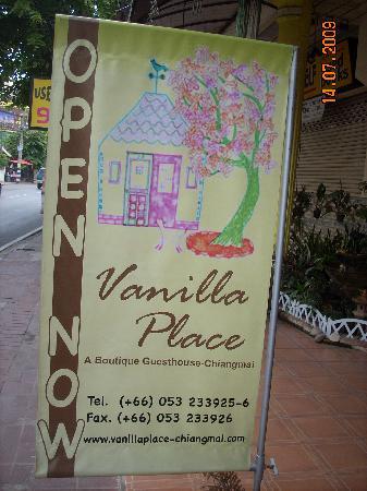 วนิลาเพลส เกสเฮาส์: hotel sign