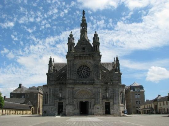 Sainte-Anne-d'Auray, Frankrike: Basilique de Sainte-Anne d'Auray