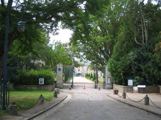 Château de Malmaison: Front gates to Malmaison