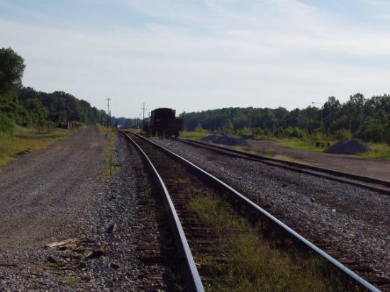 Bruceton, Теннесси: More train tracks