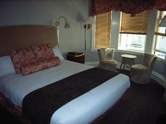 โรงแรมแฮนด์เลย์ ยูเนี่ยนสแควร์: Our room