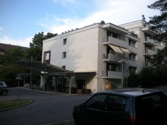 Apart-Hotel operated by Hilton : Hilton Apart-Hotel.