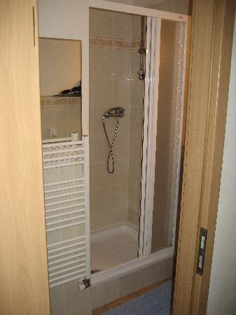 Aparthotel City 5: Shower