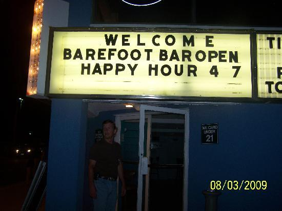Oceanic Hotel : Who wouldnt LOVE a barefoot bar?