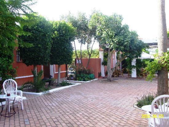 Hotel Madreselva: Courtyard of the Madreselva