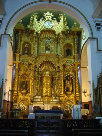 San-José-Kirche: The golden altar inside San Jose Church.  Rumor has it that this is the only valuable to survive