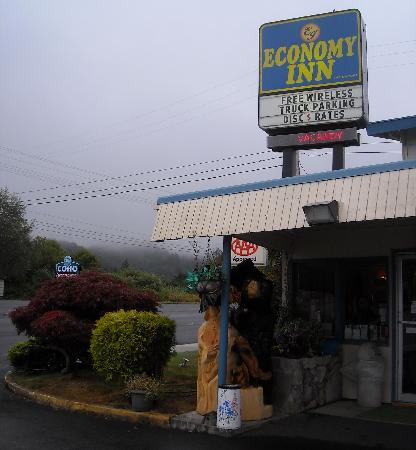 Economy Inn Reedsport: Front entrance