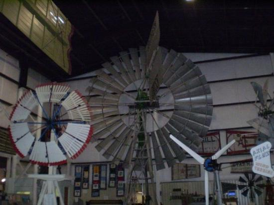 American Wind Power Center : Amarillo - windmill museum