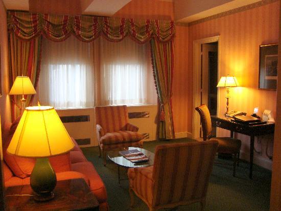 โรงแรมวัลดอร์ฟแอสโตเรีย: Parlor