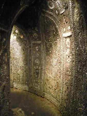 The Shell Grotto : amazing inside the grotto