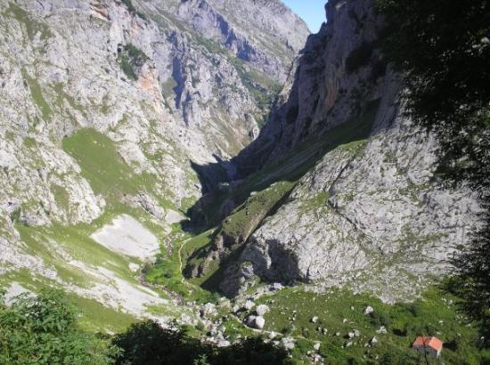 Arenas de Cabrales, สเปน: Vistes des de Bulnes