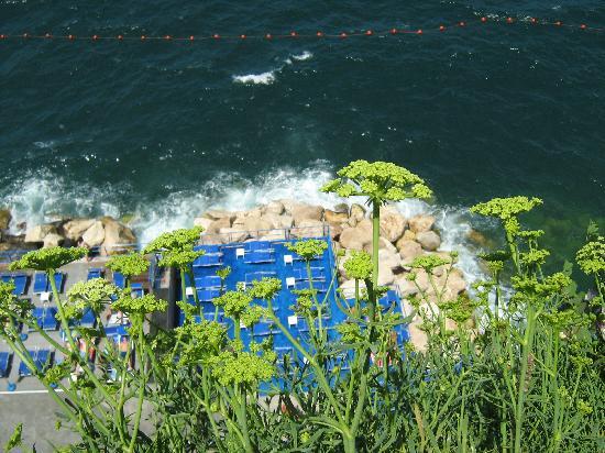 Sant'Agnello, Italia: il mare sotto piazzetta marinella