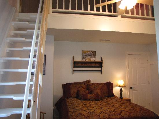 Inn at Owl Hollow: Family Suite