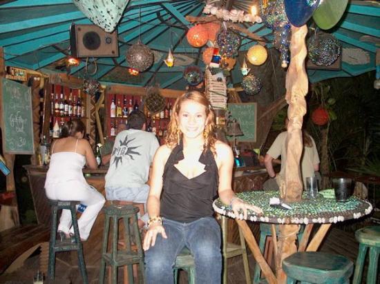 Nightland Cabins at JadeSeahorse: En Tretanica Bar, Utila.